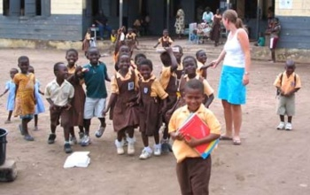 Ghanian school kids in voluntary projects.